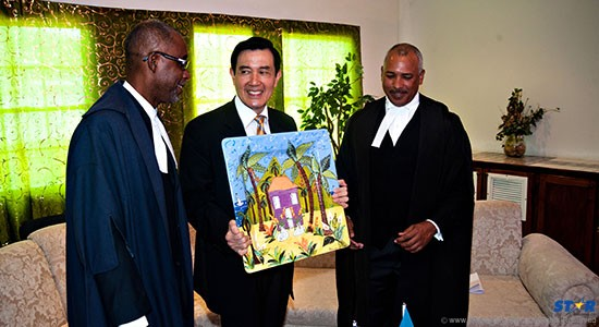 A pres for the Prez? Left to right: Senate president Claudius Francis and House Speaker Peter Foster enjoying a light moment with visiting President Ma last Thursday.