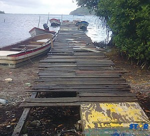 One of the deplorable jetties which the fishermen of Praslin use every day.