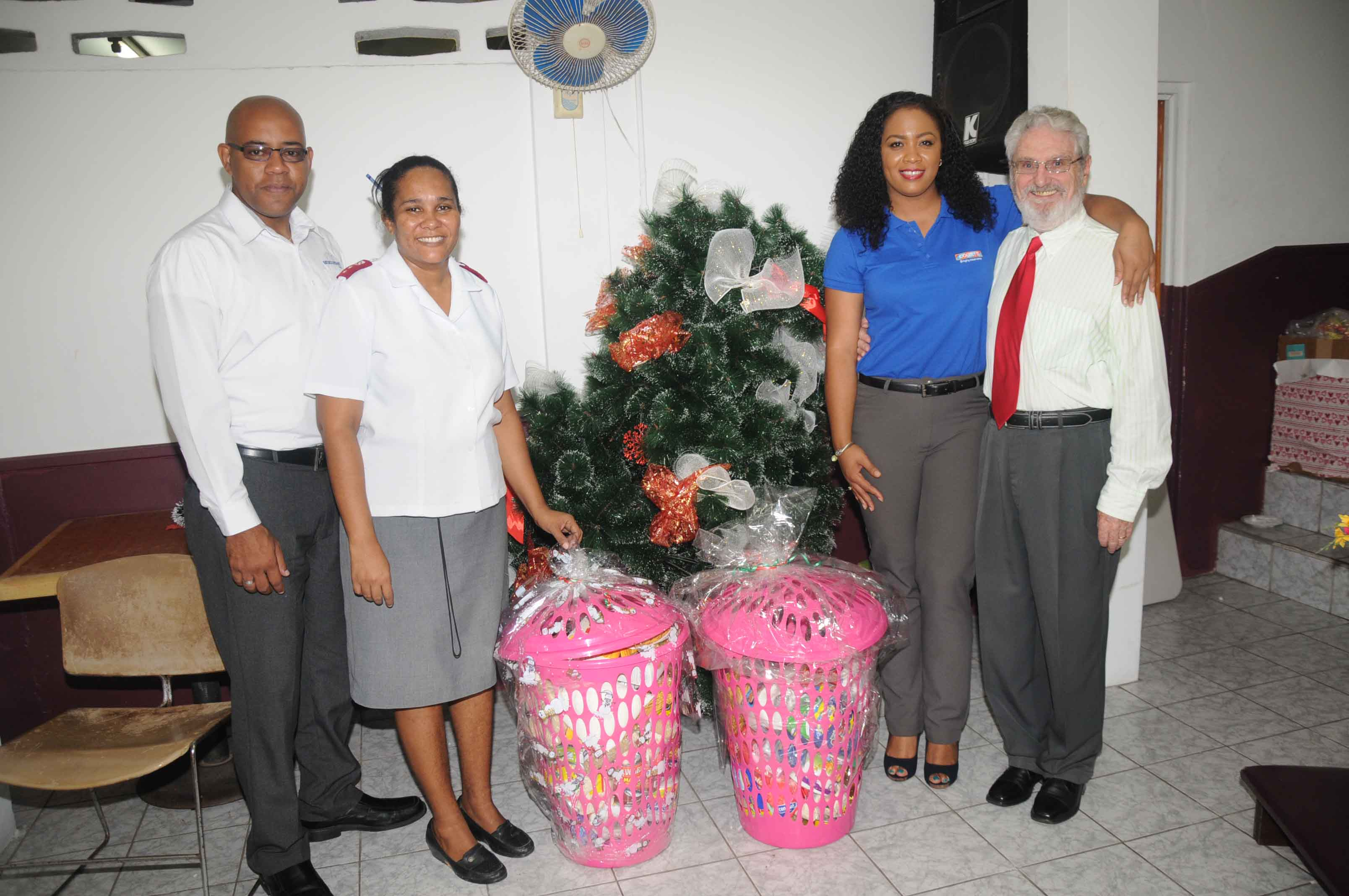 Courts Delivers Grocery Hampers to Non Profit ...